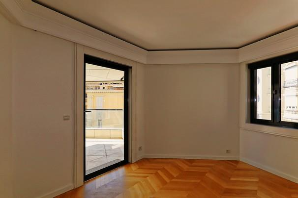 Gallery Luxury apartment with a 7