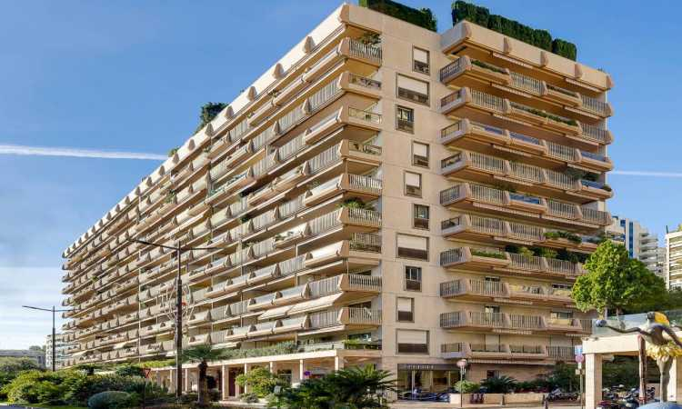 MONTECARLO SUN | BEAUTIFUL ENTIRELY RENOVATED 3 BEDROOMS…